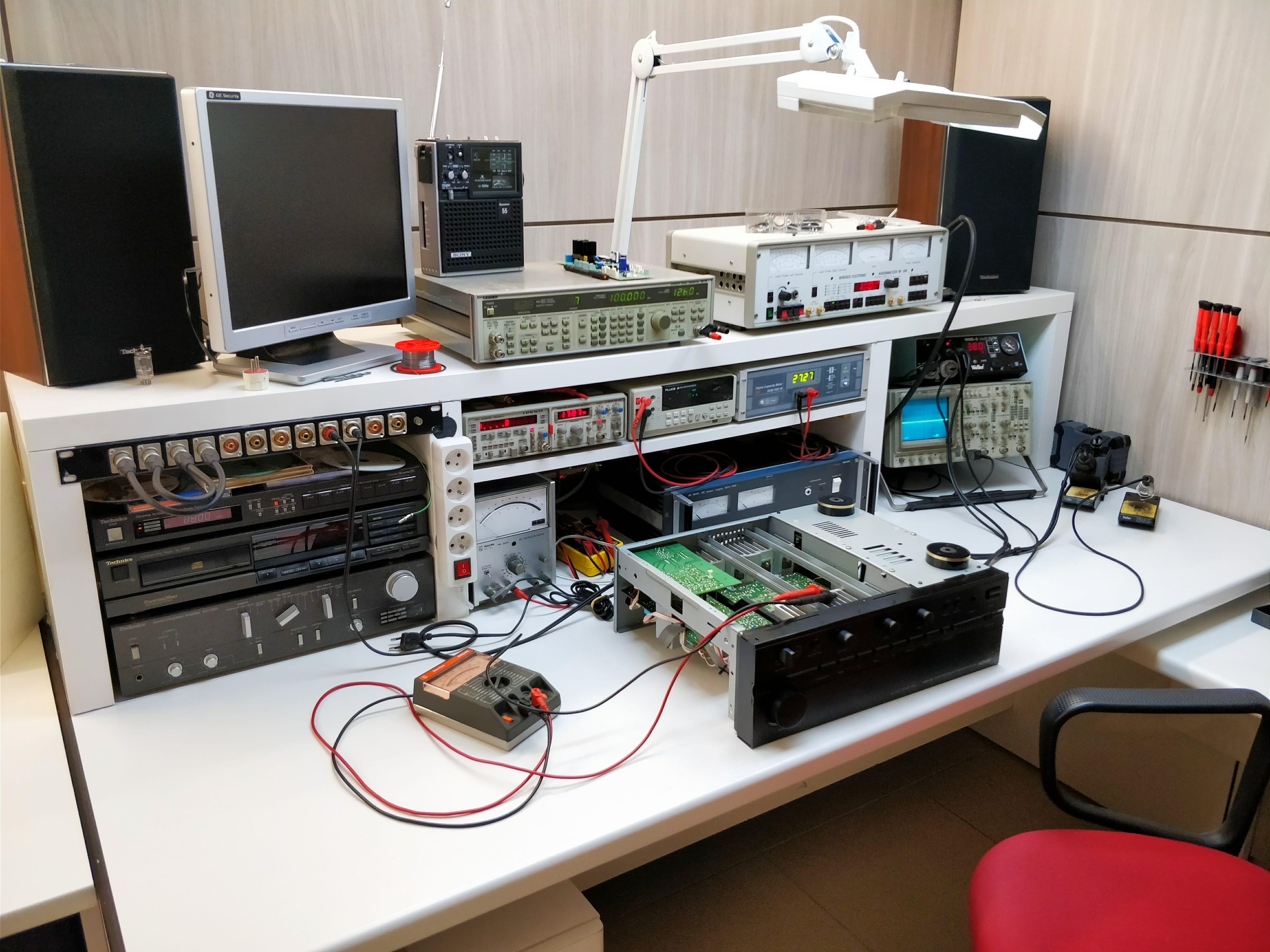 Vintage Audio Repair - Vintage Audio werktafel Pascal Samaey